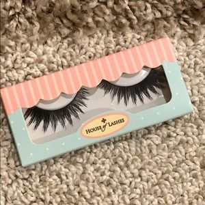 🦋 Sexy feline house of lashes false eyelashes